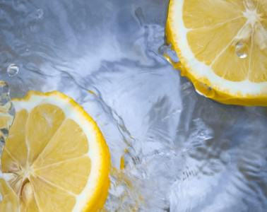 Пить лимонную воду