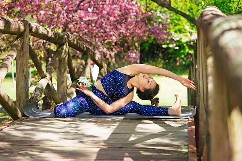 Избавиться от жира на животе поможет йога