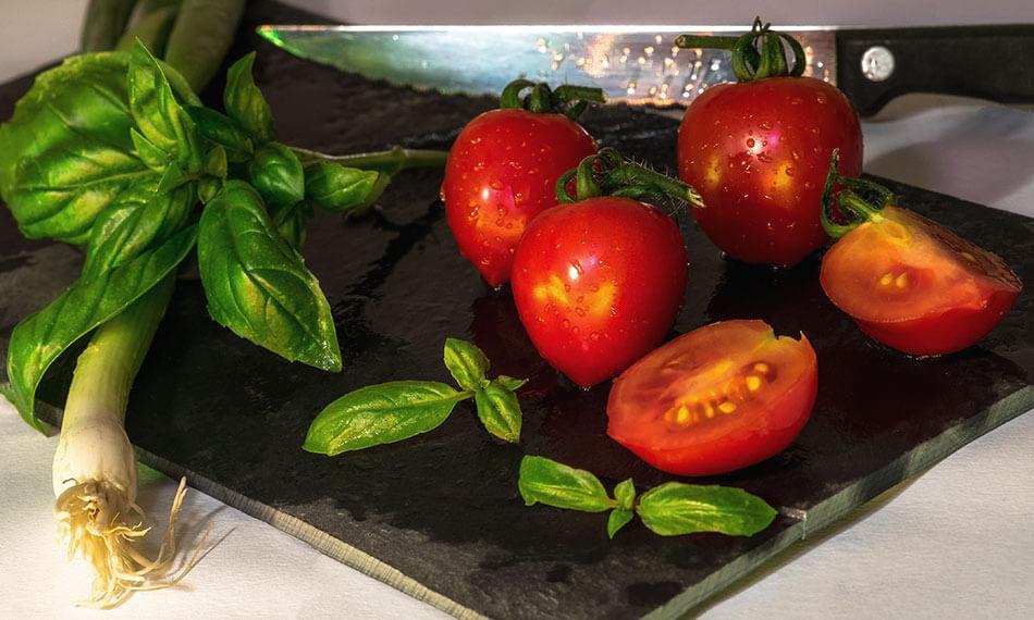 овощи помогают уменьшить отеки под глазами