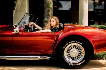 девушка в дорогой машине
