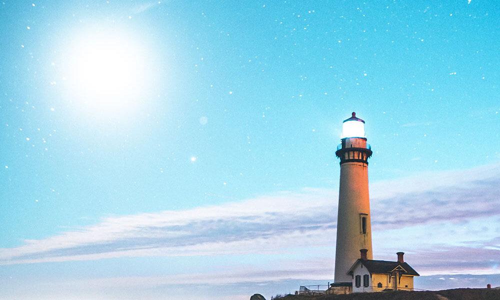 маяк в море - символ призвания
